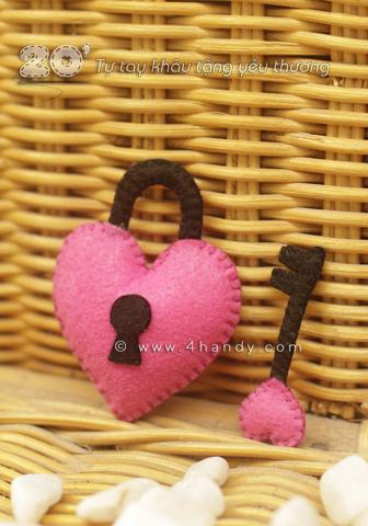 Móc khóa cute biểu tượng khóa và chìa khóa trái tim