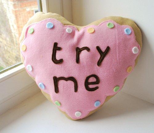 Gối handmade vải nỉ hình bánh kem trái tim, rất hợp làm quà valentine, quà sinh nhật người yêu