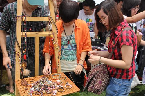 Vòng tay và vòng cổ handmade vintage ở Saigon Bazzar