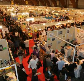 Hội chợ được tổ chức rất chuyên nghiệp và thu hút nhiều người tới