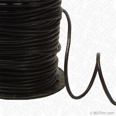 Dây da lộn hoặc dây cói đen cũng sẽ làm chiếc vòng tay handmade cá tính thêm đẹp đấy