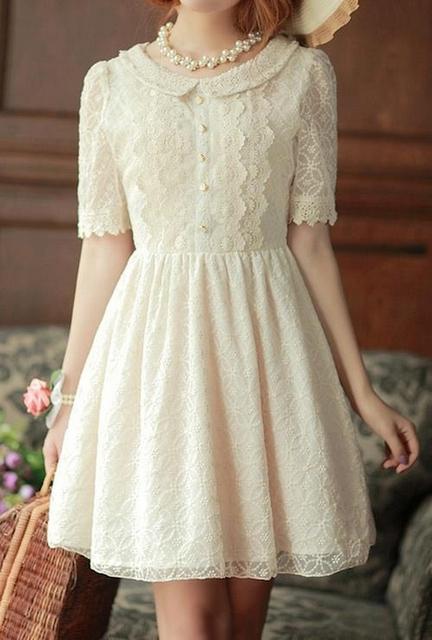 Váy ren nhẹ nhàng tinh tế cho những buổi tiệc, đi kèm với những phụ kiện như bờm tóc handmade, vòng tay ren cực đẹp nhé