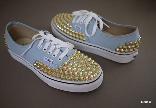 Biến hóa đôi giày vải thành giày đinh tán cực chất bằng cách nạm đinh