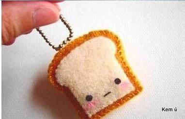 Móc khóa nỉ handmade hình bánh mỳ tí hon siêu kute làm từ vải dạ nỉ