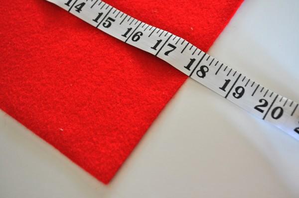 Đo kích thước vải nỉ Hàn Quốc màu đỏ làm mặt trước gối handmade