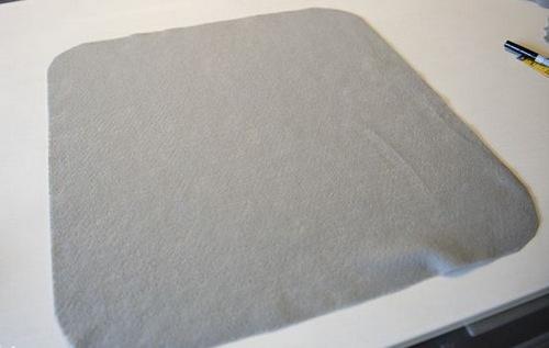 Cắt vải nỉ, vải dạ nỉ may mặt trước và sau gối