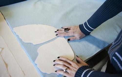 Phần bên trong cánh bướm to làm gối handmade vải nỉ