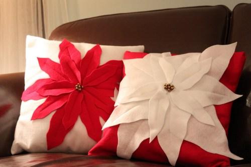 Hình hoa trạng nguyên đước cắt tỉa khéo léo trên chiếc gối vải nỉ handmade