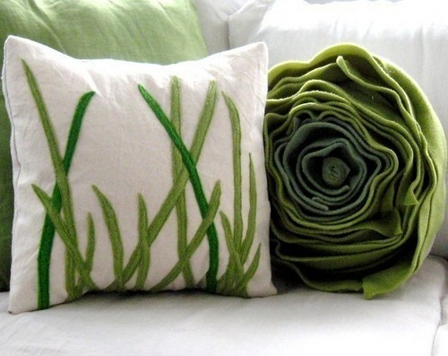Màu sắc trang nhã là điểm cần chú ý khi làm gối vải nỉ handmade