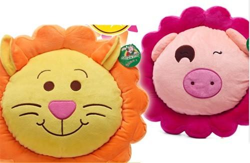 Sư tử và lợn đáng yên khi làm gối handmadeSư tử và lợn đáng yên khi làm gối handmade