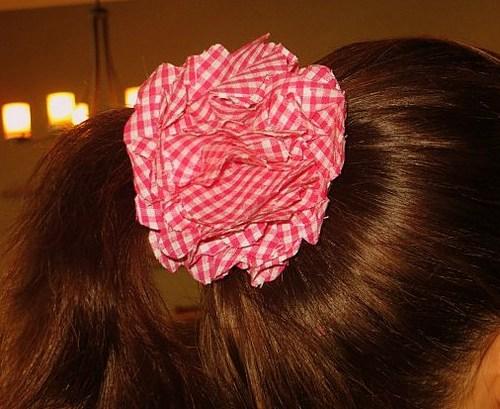 Buộc tóc trông rất đáng yêu với hoa vải vintage/vải dạ