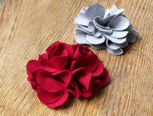 Ccahs làm hoa hồng bằng vải dạ cũng tương tự