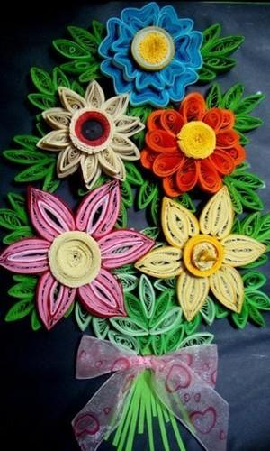 Thiệp quilling hình bó hoa rực rỡ