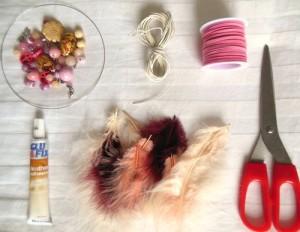 Bạn có thể tìm mua khung Dreamcatcher, hạt gỗ, lông vũ, dây da lộn, dây cói, kéo… tại shop.
