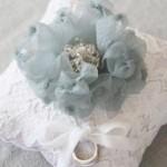 Gối ren gắn hoa điệu đà – cách làm gối bằng vải nỉ