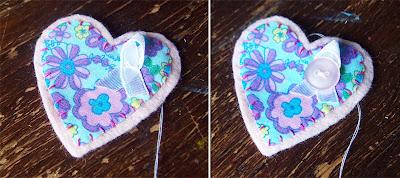 Chiếc nơ xinh xắn từ dây ruy băng và chiếc cúc sẽ là điểm nhấn cho móc khóa handmade bằng vải nỉ
