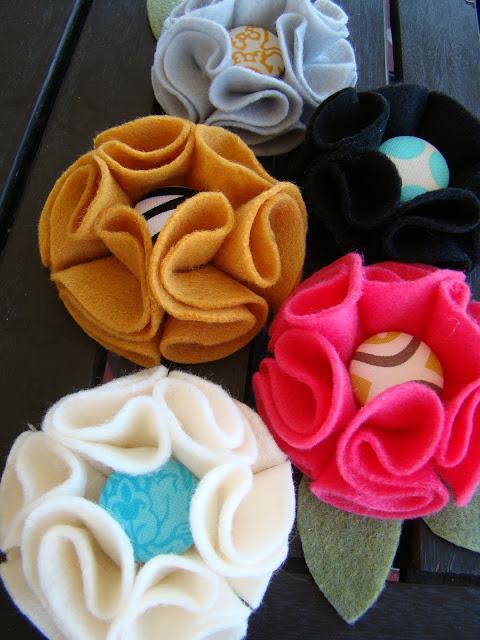Làm đồ handmade bằng vải dạ thật đơn giản đúng  không các bạn :D