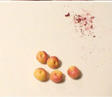 Thành quả sau khi tô hồng cho trái đào