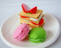 """17 Cảm nhận vị """"ngọt"""" bánh Macaron làm từ…vải dạ nỉ"""
