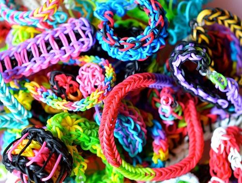 rainbow loom 01 Rainbow loom – vòng thun cầu vồng