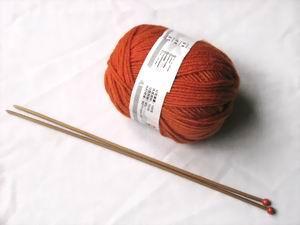 Bánh Đa chọn hai cuộn len đỏ đun, dùng được cho cả nam lẫn nữ ^^