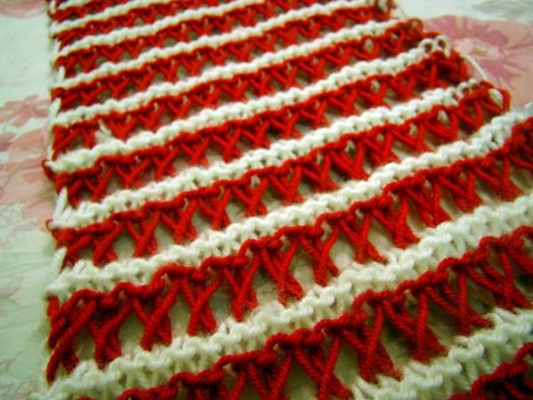 Khăn trái tim hai màu xinh xắn – Nếu bạn đã thành thạo cách đan khăn len trái tim1 màu có thể tử kết hợp 2 màu nhé
