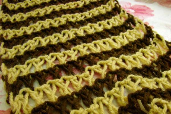 Cách đan khăn len trái tim cho một nửa yêu thương kết hợp 2 màu tối