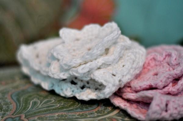 Mũ len đính hoa xinh xắn cho bé yêu