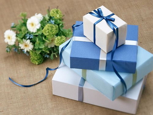 Giấy gói quà đẹp là một phần quan trọng trong cách làm hộp quà đẹp!