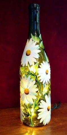 Trang trí chai thủy tinh với hình vẽ hoa