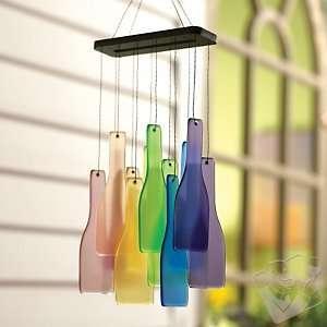 Cắt chai thủy tinh nhiều màu và ghép thành chuông gió