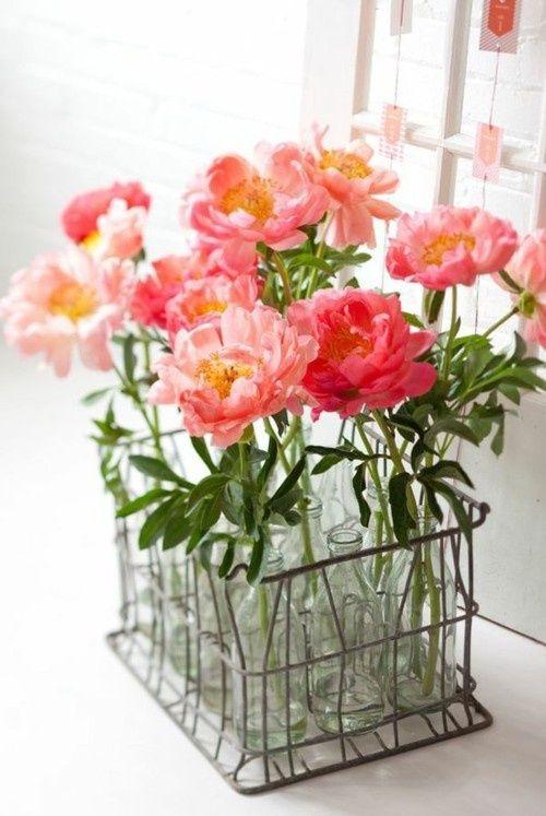 Cách trang trí chai thủy tinh đơn giản thành giỏ hoa