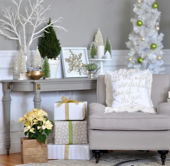 Phòng khách với tông màu lạnh lấp lánh ánh bạc