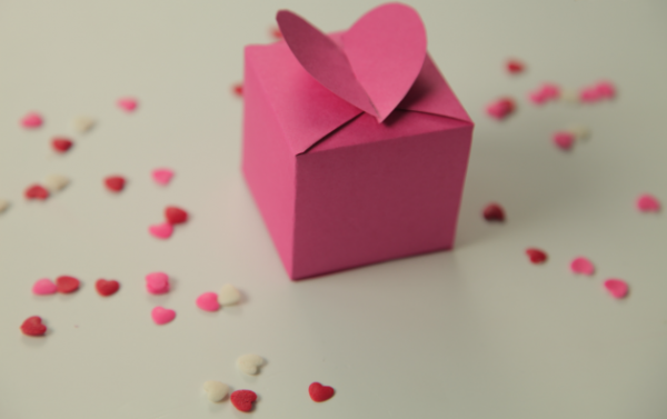 hộp quà valentine heart wings