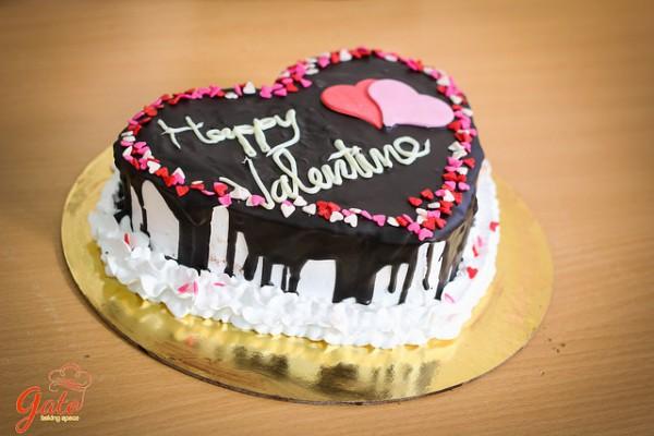 Học làm bánh gato kem tươi phủ socola tặng quà valentine cho người ấy dịp 14.2 này