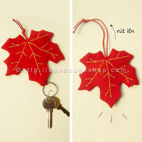BK01 Bao khóa nỉ Lá phong đỏ. Hình chiếc lá phong mang đậm chất lãng mạn, nhẹ nhàng. Màu cam rực rỡ của chiếc lá sẽ làm bạn thật nổi bật đó ^^