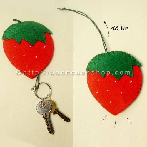 BK02 Bao khóa dâu tây handmade. Chiếc móc khóa hình dâu tây cute cho các bạn gái. Nhìn bao khóa mà cứ như trái dâu thật nhỉ!