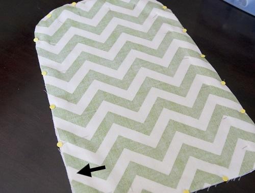 Dùng ghim cố định vải để may túi vải