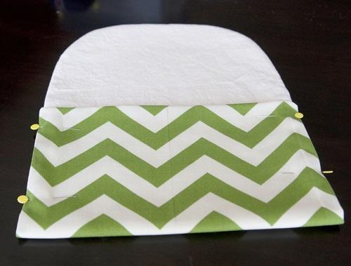 Dùng ghim cố định vải để may túi vải đơn giản