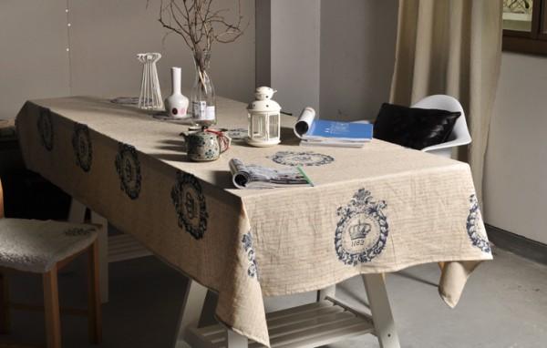 Khăn trải bàn mang phong cách cổ điển cho phòng ăn thêm ấm cúng