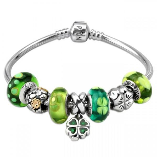 Chiếc vòng pandora với những hạt charm thủy tinh Murano xanh lá